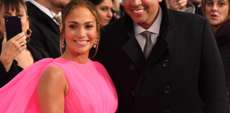 Jennifer Lopez condivide le foto della proposta di matrimonio