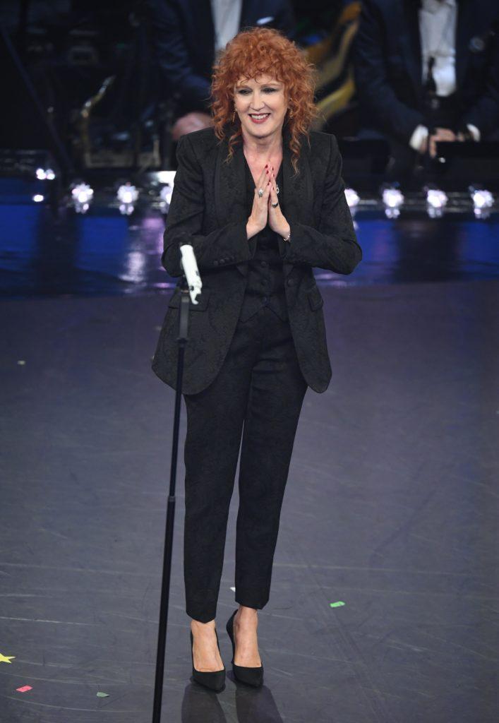 Il look di Fiorella Mannoia durante la seconda serata di Sanremo 2019