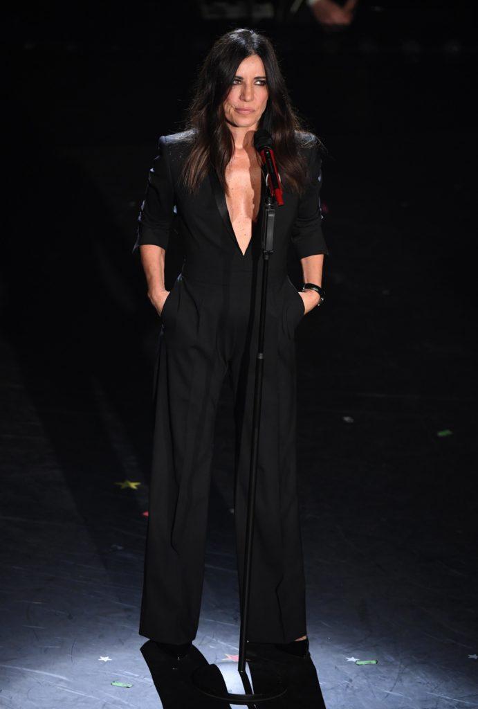 Il look di Paola Turci durante la seconda serata di Sanremo 2019