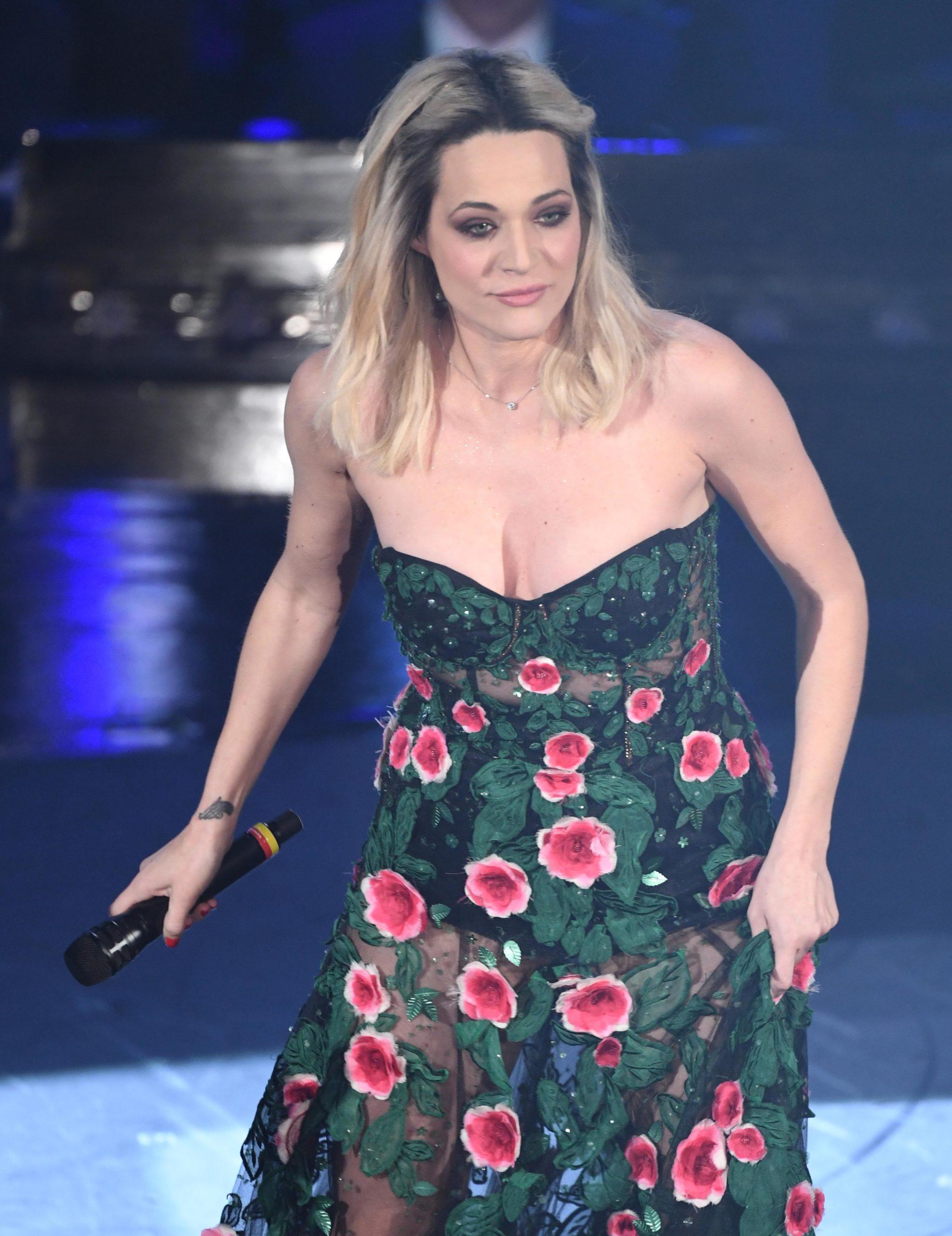 Il beauty look di Laura Chiatti durante la seconda serata di Sanremo 2019