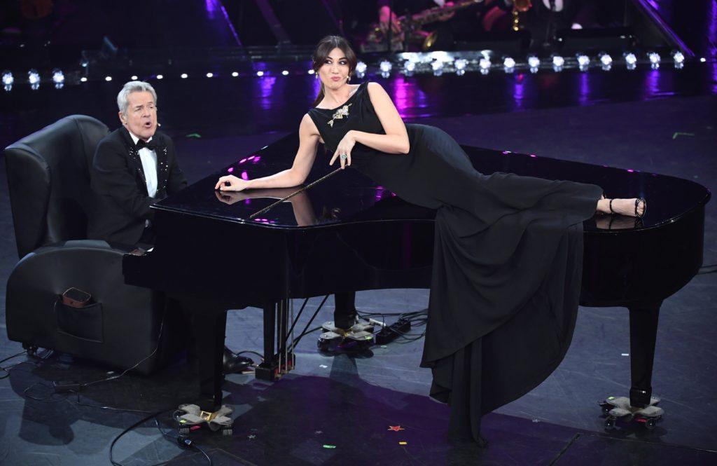 Claudio Baglioni e Virginia Raffaele durante la seconda serata di Sanremo 2019