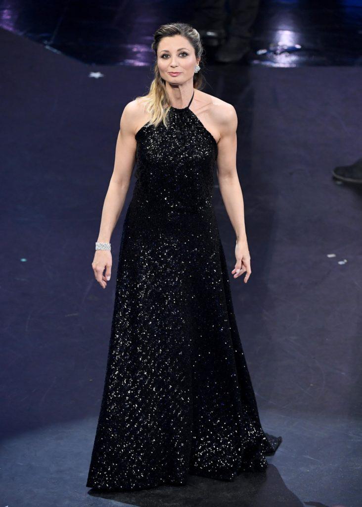 Il look di Anna Ferzetti durante la terza serata di Sanremo 2019