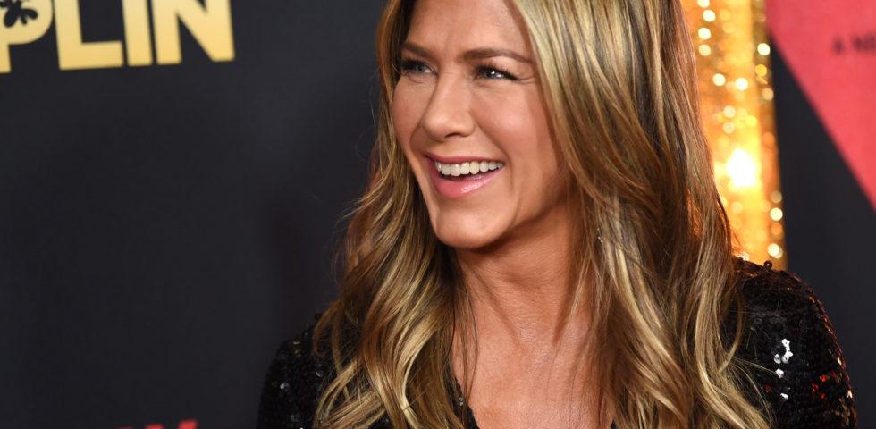 Jennifer Aniston usa il filtro 2020 di Instagram: sarà un anno free