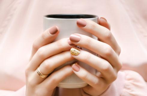 Ricostruzione unghie in acrilico: di che si tratta?