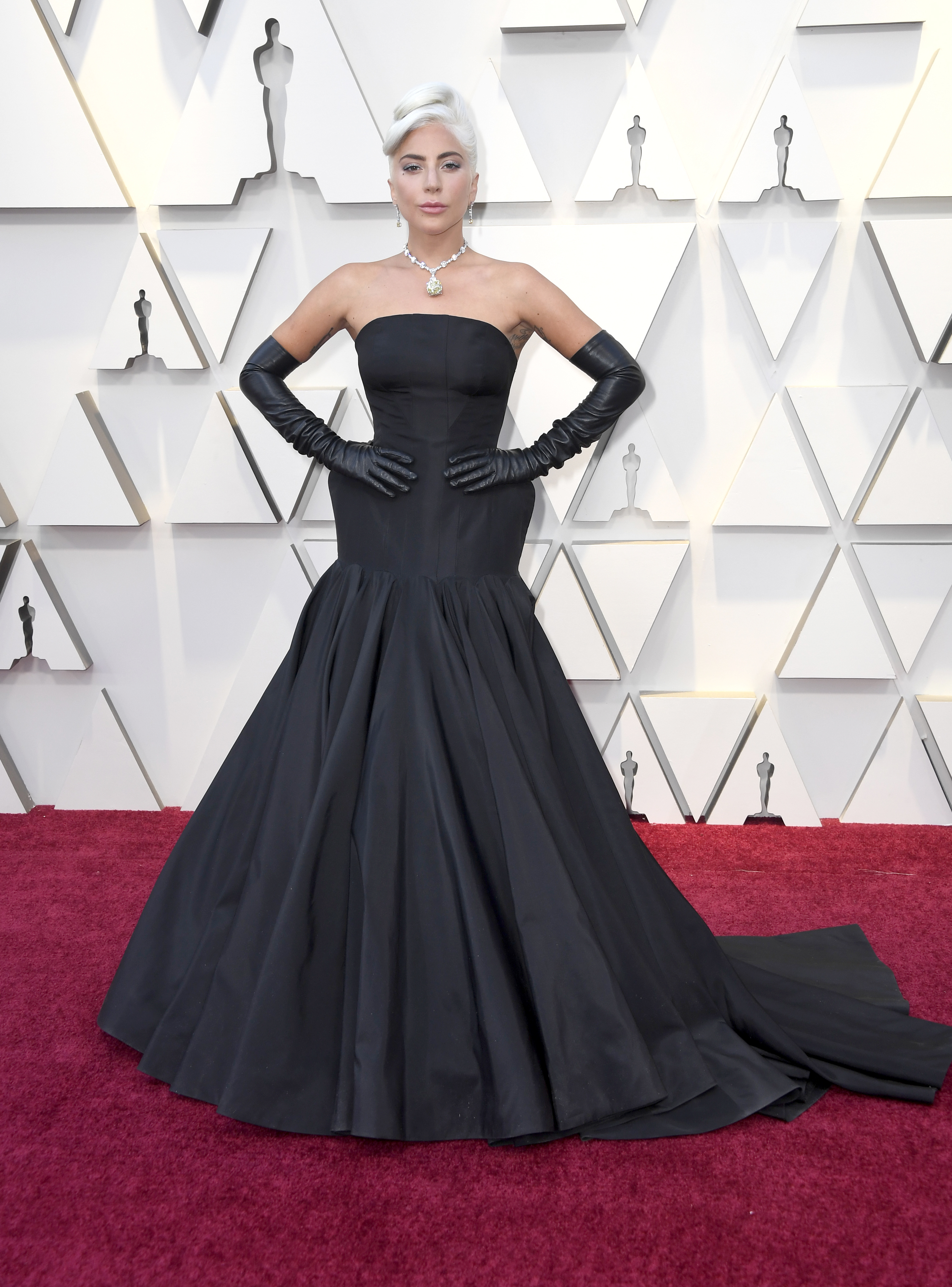 Lady Gaga in Alexander McQueen agli Oscar 2019