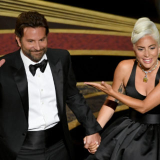 Bradley Cooper e Lady Gaga insieme al Glastonbury Festival