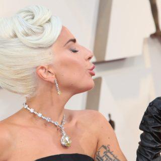 Lady Gaga agli Oscar con il diamante Tiffany di Audrey