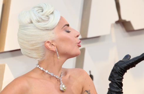 Lady Gaga agli Oscar 2019 con il diamante Tiffany indossato da Audrey Hepburn