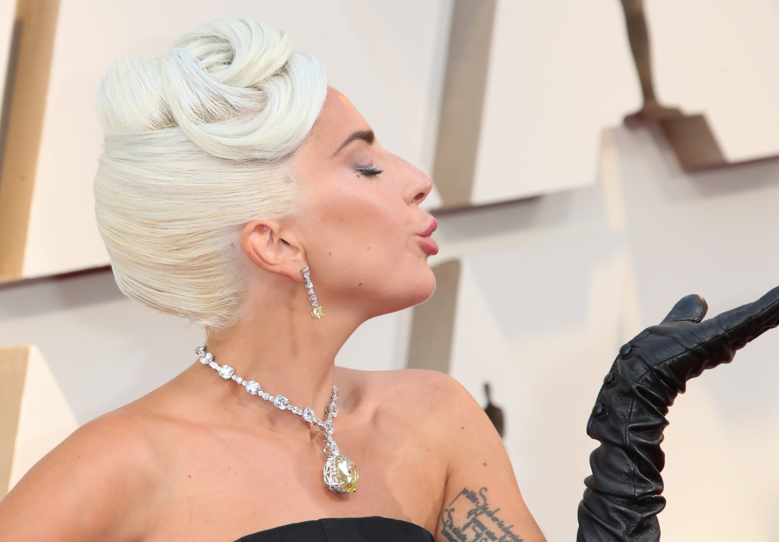 Lady Gaga indossa un diamante da 30 milioni di dollari