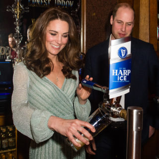 Kate Middleton in Missoni spilla la birra in Irlanda