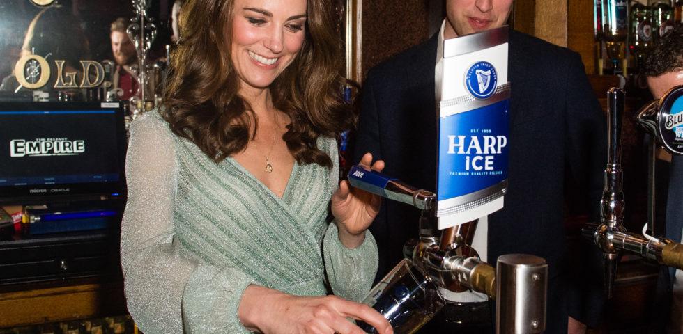 Kate Middleton in Missoni spilla la birra in Irlanda