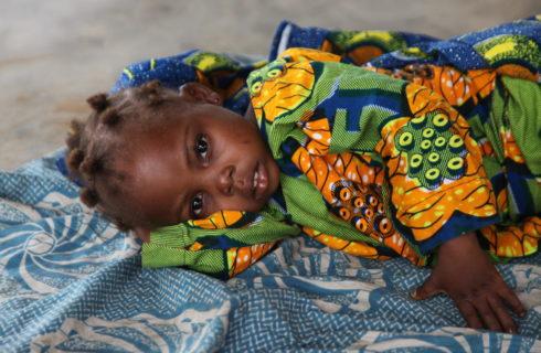 Sostegno a distanza: salva la vita di bambine con WeWorld Onlus