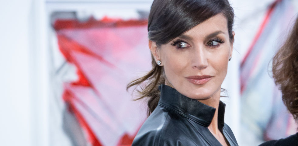 Letizia Ortiz: total look in pelle per la Regina di Spagna