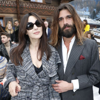 Monica e Nicolas mano nella mano da Chanel