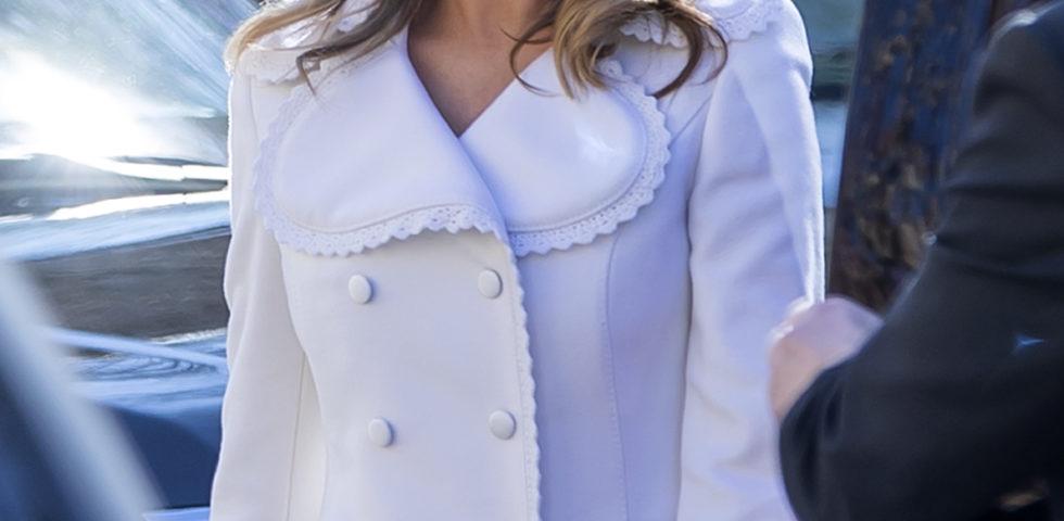 Melania Trump look angelico per la messa domenicale