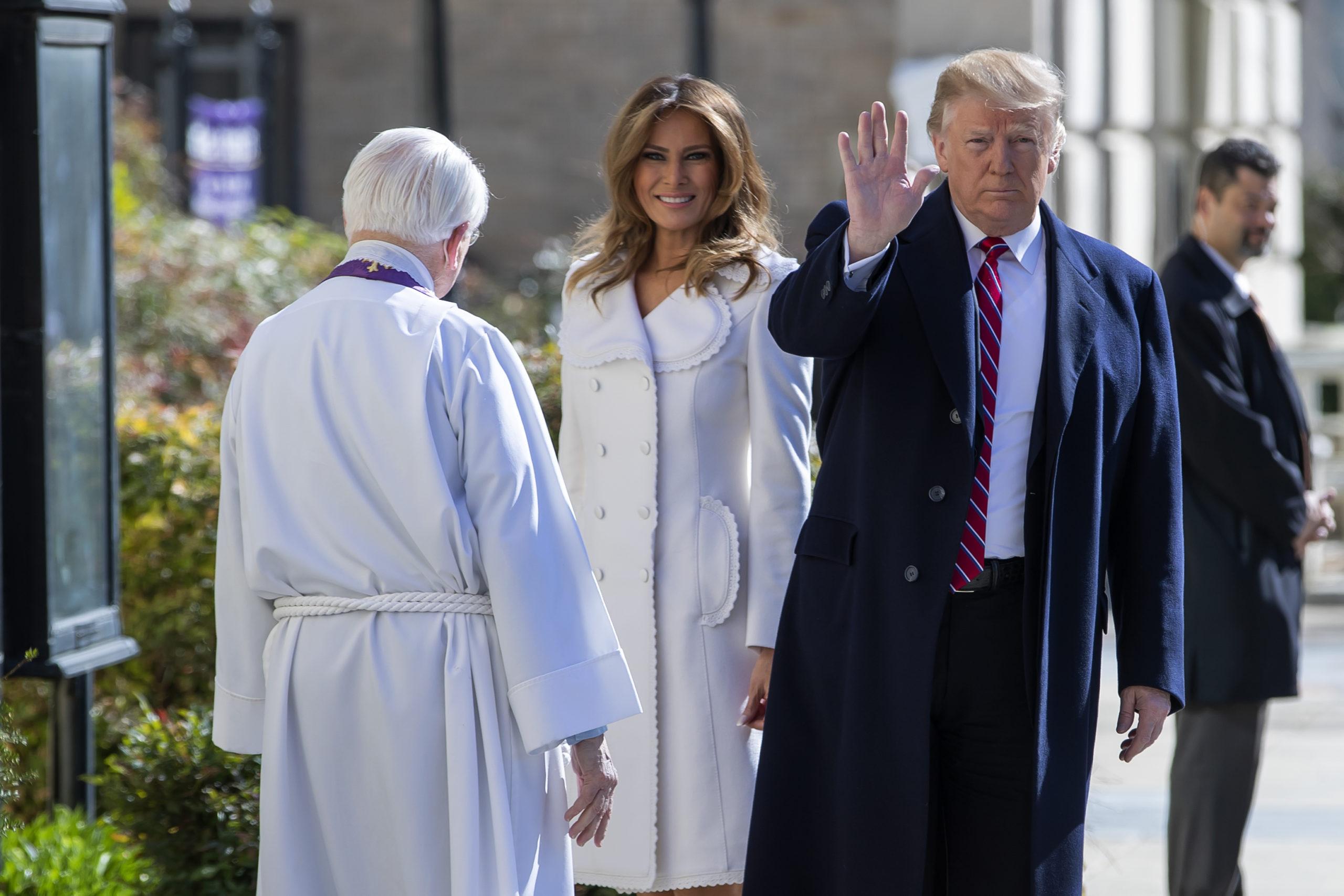 Melania sceglie il bianco in chiesa