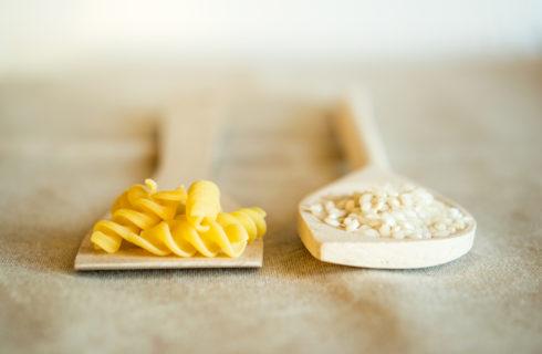 La sera meglio mangiare riso o pasta?