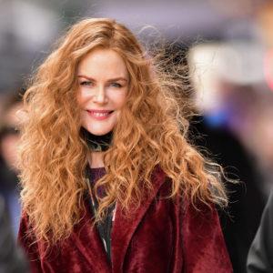Nicole Kidman abbraccia Hugh Grant