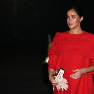 Meghan sotto accusa: 600mila euro per i look in gravidanza
