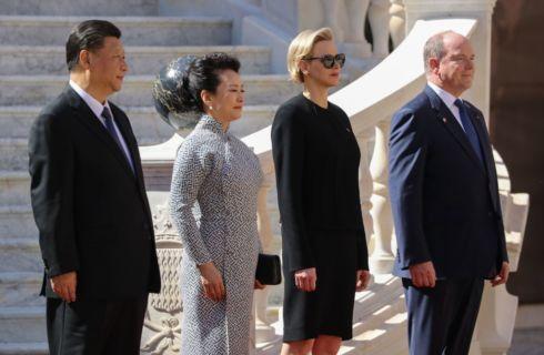 Principessa Charlene di Monaco: total black per l'incontro con la first lady cinese