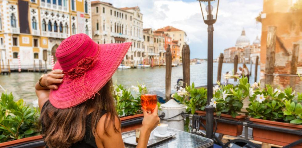 Spritz veneziano: i 10 migliori cocktail bar con vista in cui provarlo
