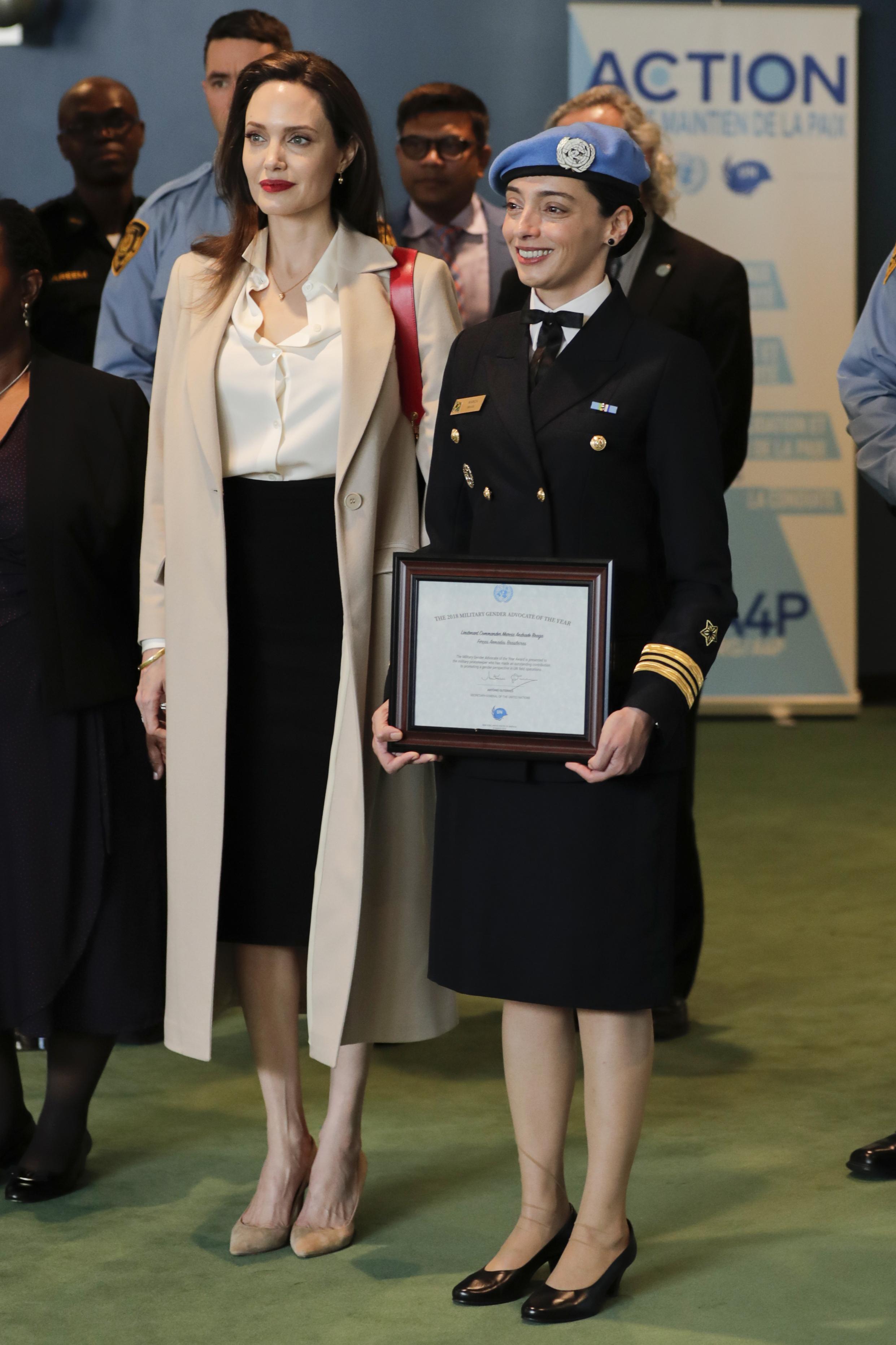 La Jolie in prima linea per le donne