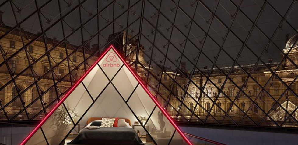 Come dormire una notte nel Louvre di Parigi con Airbnb