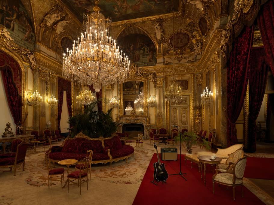 Dormi nel Louvre con Airbnb