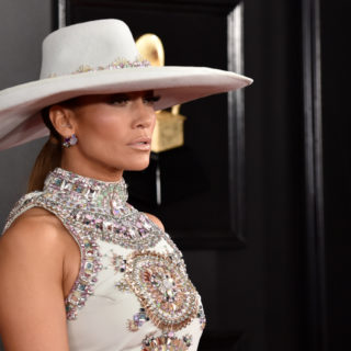 Jennifer Lopez premiata con il Fashion Icon Award