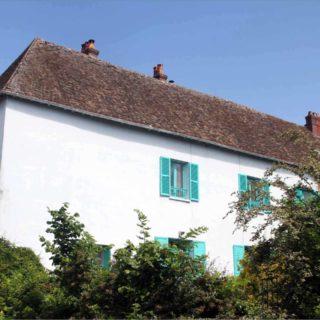 La Blue House di Monet in affitto su Airbnb