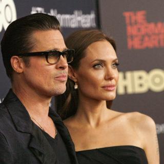 Angelina cancella il cognome Pitt dalla carta d'identità