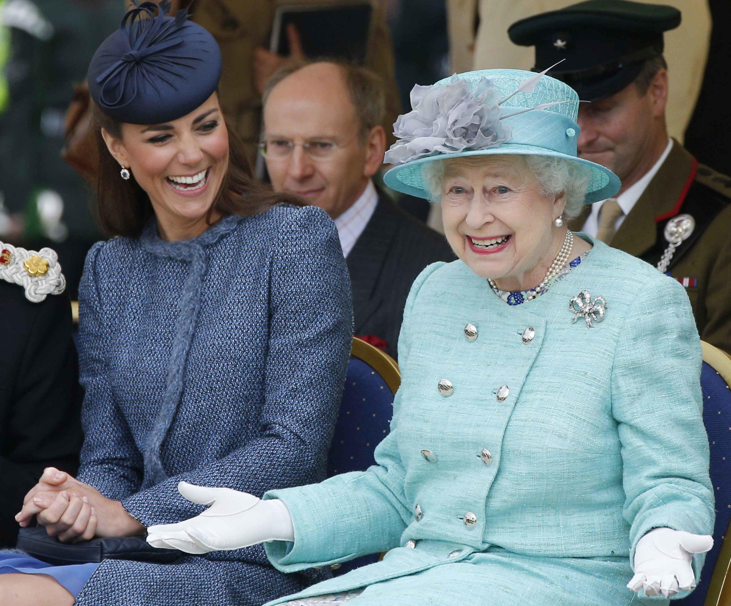 La Regina omaggia Kate Middleton