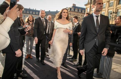 Keira Knightley è incinta: seconda gravidanza annunciata sul red carpet di Chanel