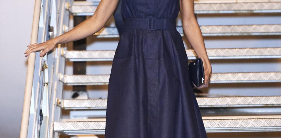 Letizia Ortiz come Meghan Markle: sceglie lo stesso vestito di jeans