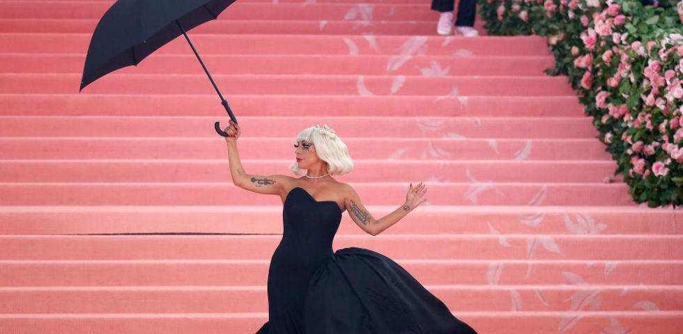 Lady Gaga autolesionista per le ripetute violenze subite a 19 anni