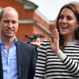 Il look navy di Kate Middleton è il trend per la primavera