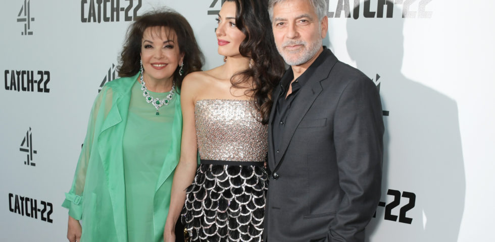 George Clooney, red carpet con la mamma di Amal