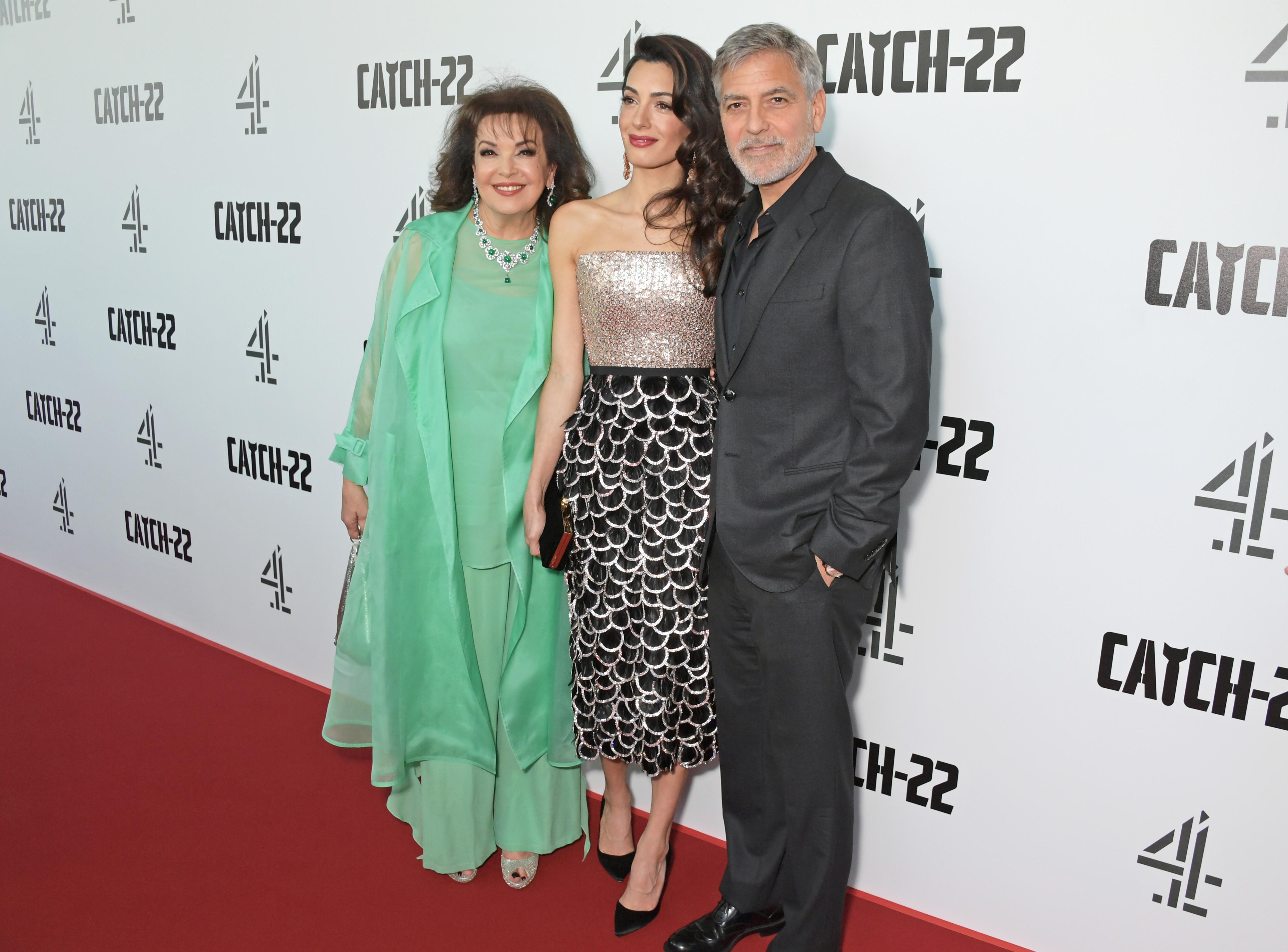 George Clooney sul red carpet con la suocera