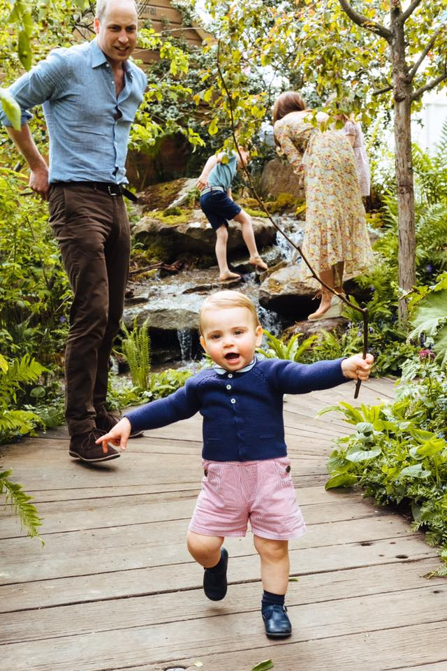 Kate gioca nella natura con i Principi