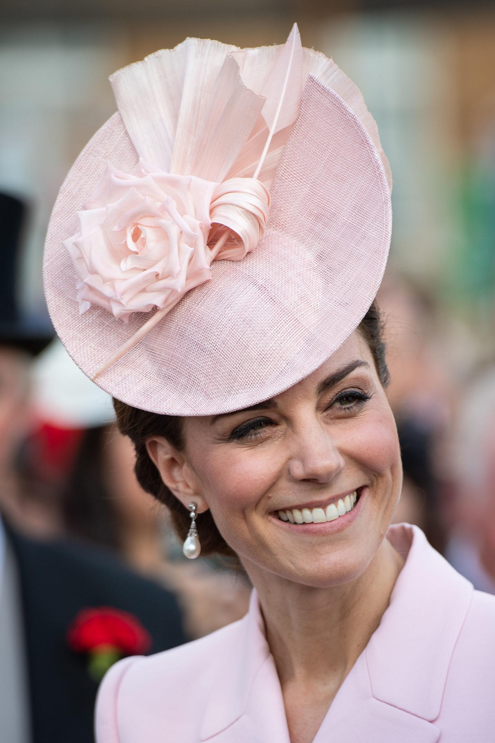 Kate in rosa per il garden party