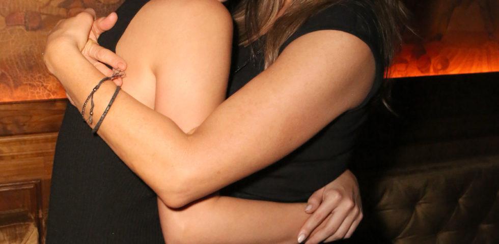 Selena Gomez copia il look anni '90 di Jennifer Aniston