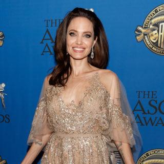 Buon compleanno Angelina Jolie: tutti i suoi look