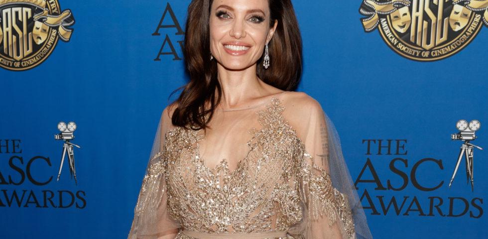Angelina Jolie: 44 anni di evoluzione, dai capelli al trucco della labbra