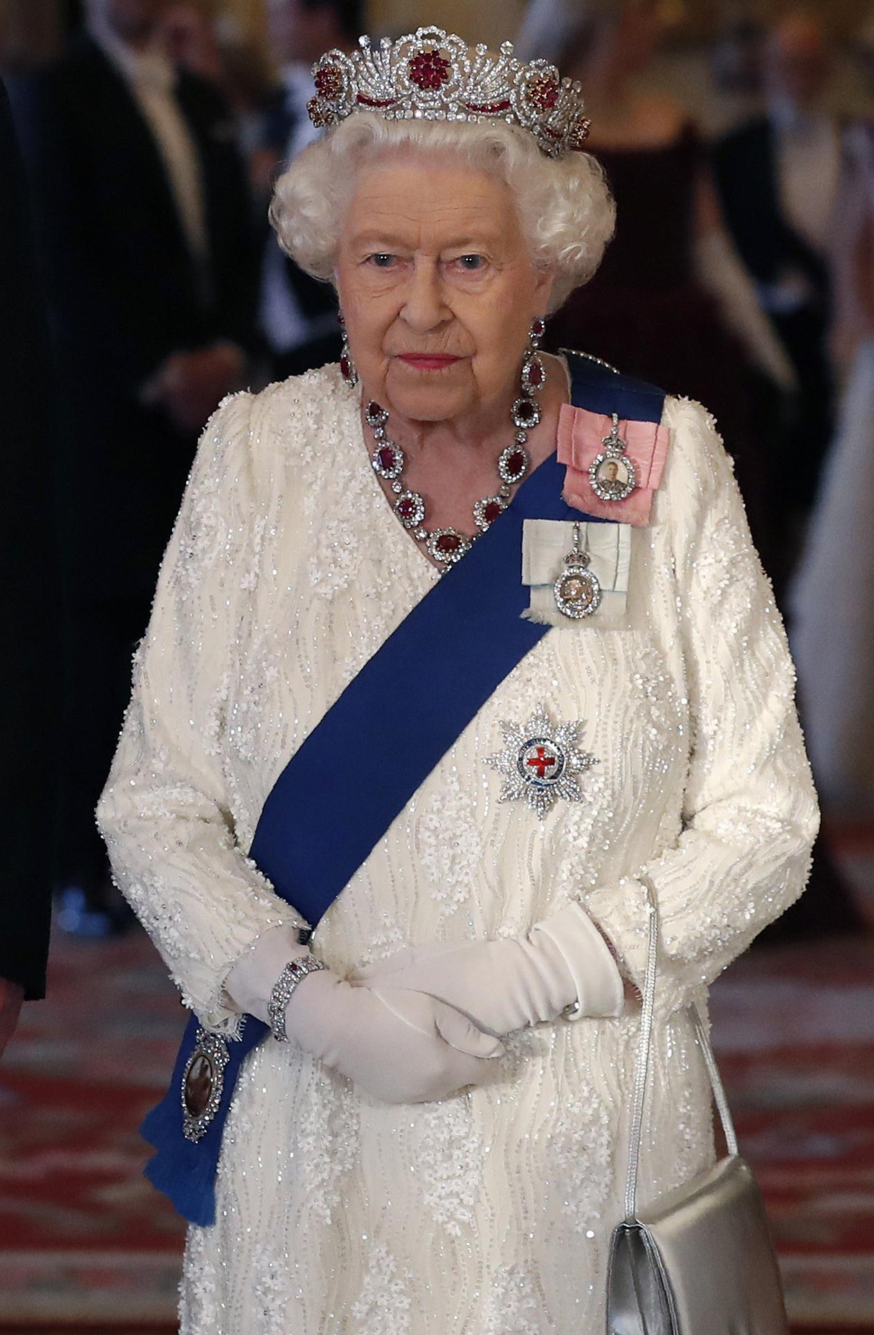 La Regina Elisabetta ha disegnato la sua tiara