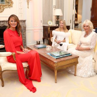 Melania Trump omaggia Meghan Markle in Givenchy?