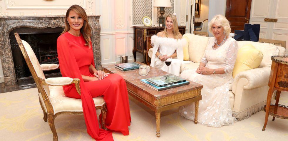 Melania Trump in rosso per la cena con Carlo e Camilla