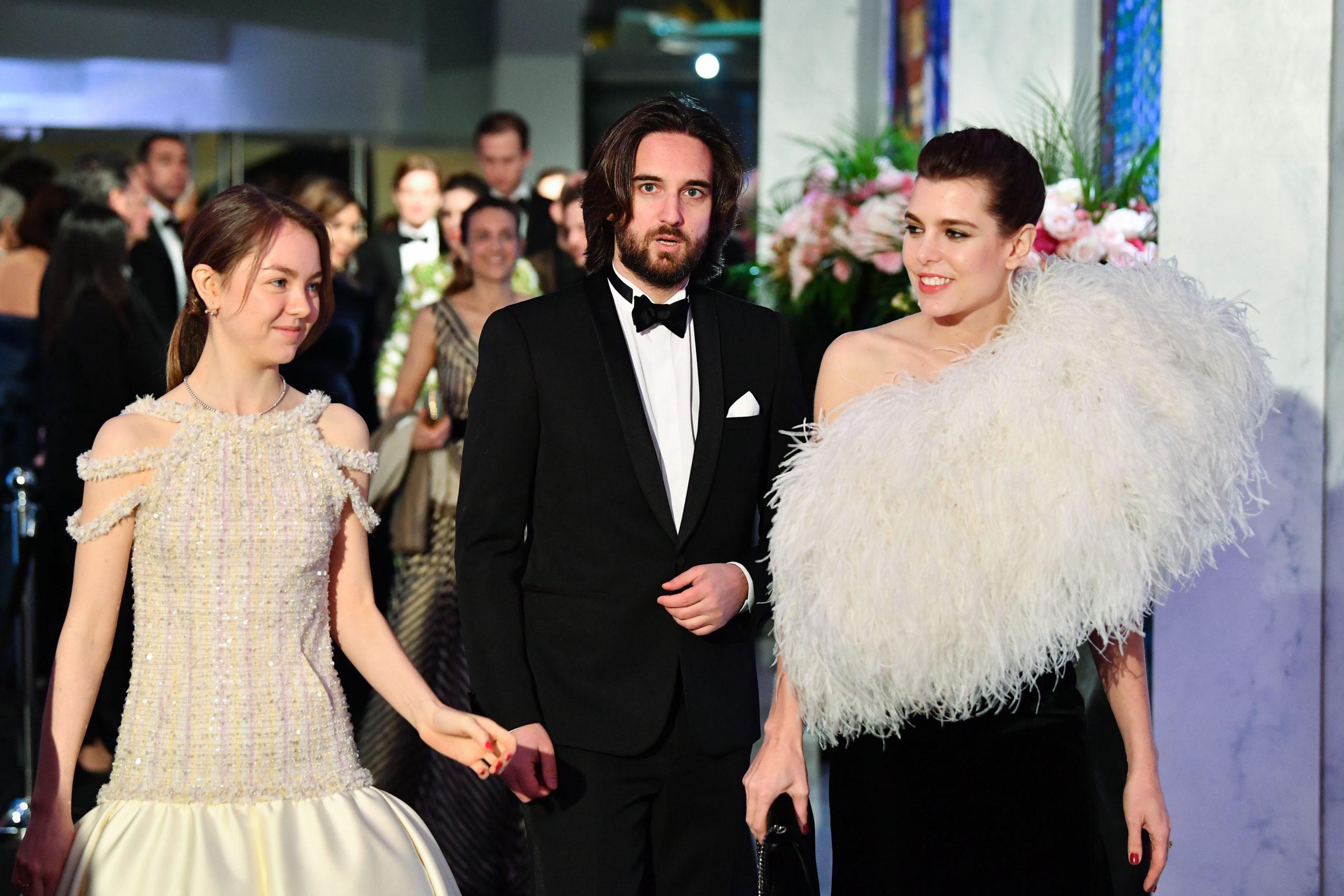 Charlotte Casiraghi passa gli abiti a Alexandra