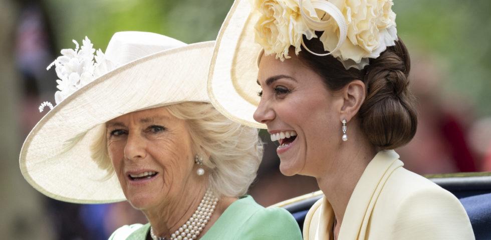 Kate Middleton in giallo per la parata in onore della Regina