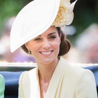 Look da Duchessa: come indossare il fascinator