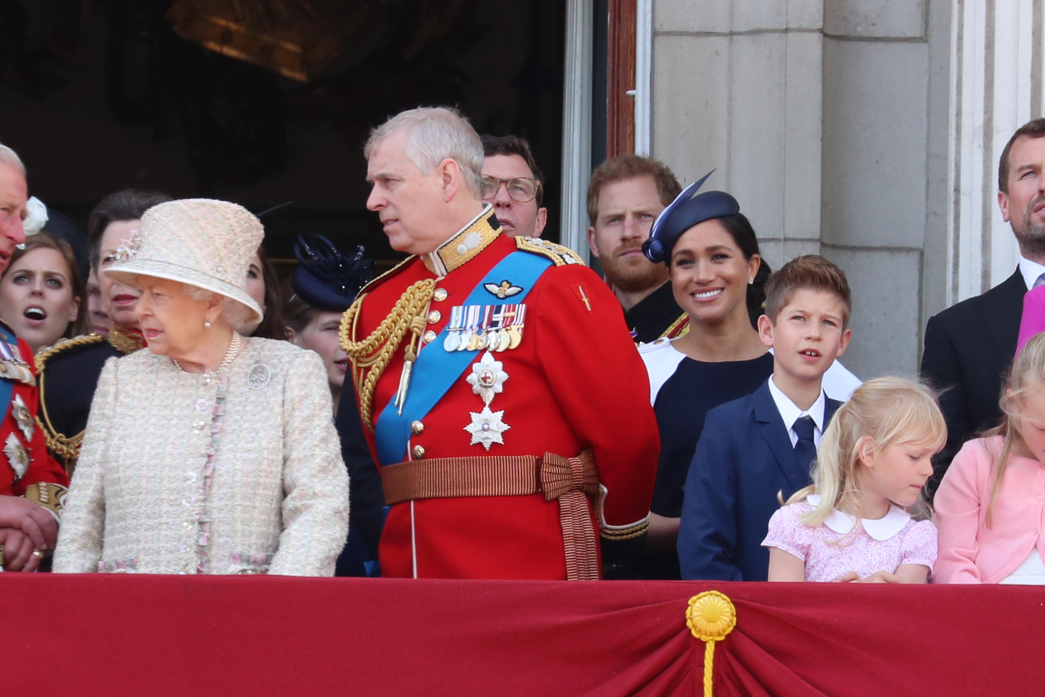 Il look di Meghan alla parata per la regina